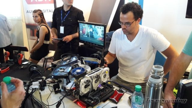 Nacho Arroyo, OC N°1 de Latinoamérica, realizó muestras en vivo de overclocking con nitrógeno líquido en el stand de Seasonic.